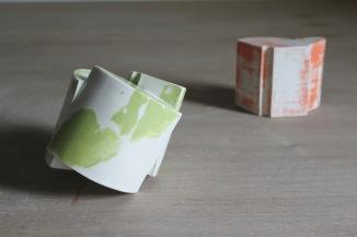 Fragmented porcelain cog centres